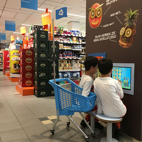 This picture shows two boys playing at the Albert Heijn kids corner supermarket