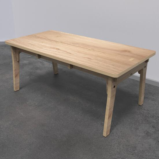 Op deze afbeelding ziet u kindermeubel buxus kindertafel hout