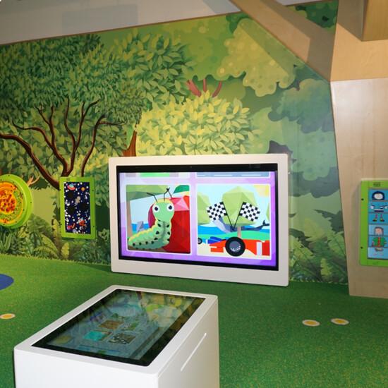 interactief speelsysteem van 65 inch voor een kinderhoek om met meerdere spelers te spelen | IKC