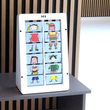 wandspel met draaiende blokjes om verschillende stijlen te creëren voor kinderen